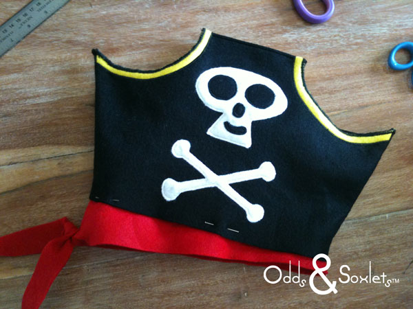 Odds&Soxlets-FREE-Pirate-Hat-Pattern-Step-By-Steps-10