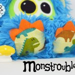 Monstroubles-Batch-01-6b-2016-01-Biddy-Azure-Dino-Odds-and-Soxlets-Copyright-Erica-Martyn-PREVIEW-TOES